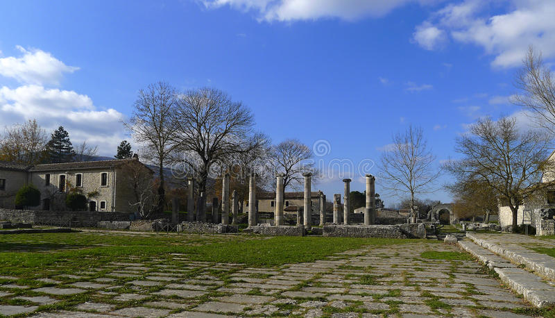 Fördärvar av Saepinum (Altilia), Molise, Italien royaltyfria bilder