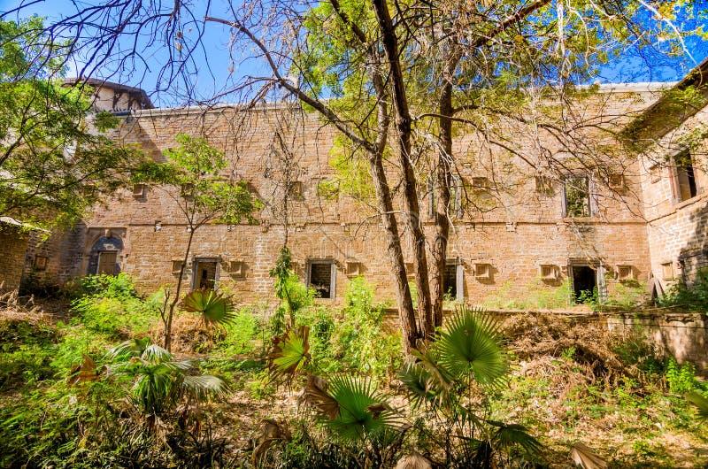 Fördärvar av slott i den Halvad staden i Gujarat arkivbild