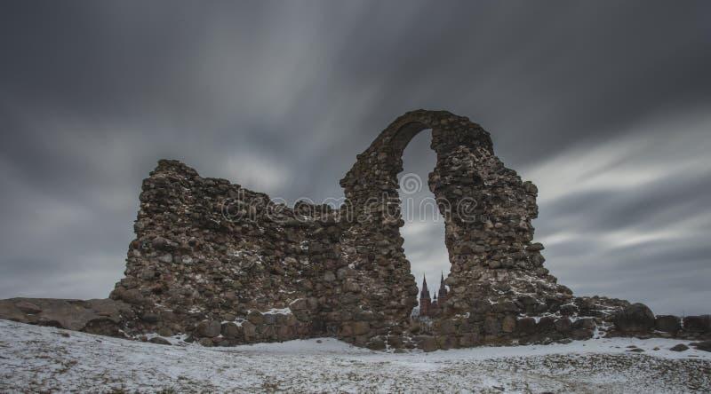 Fördärvar av slott i Rezekne, Lettland royaltyfria foton
