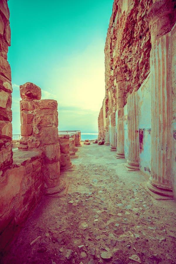Fördärvar av slotten av ` s Masada för konungen Herod royaltyfria foton