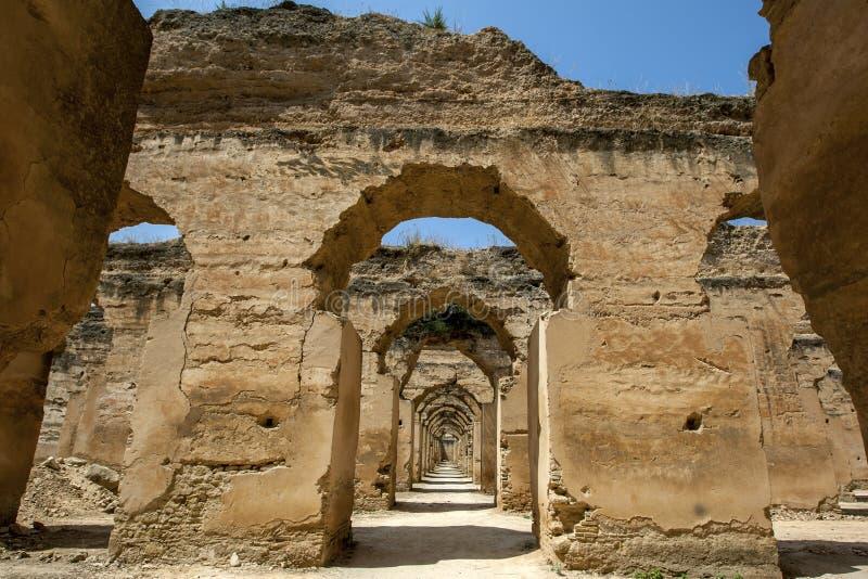 Fördärvar av stallen på Heri es-Souani i Meknes, Marocko royaltyfri fotografi