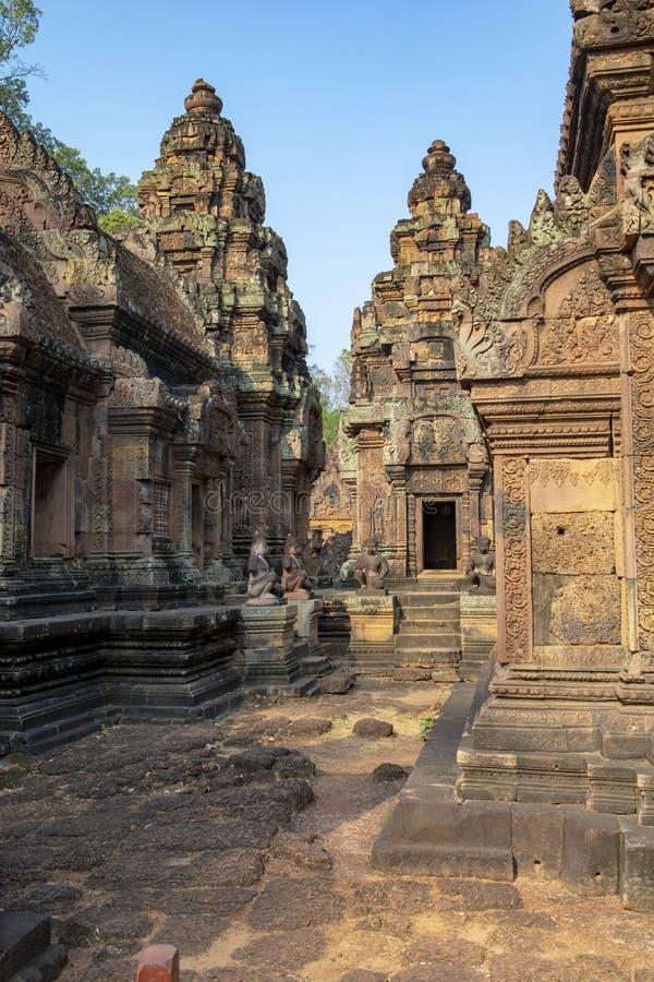 Fördärvar av tempelkomplexet av Banteaysrey cambodia royaltyfri fotografi