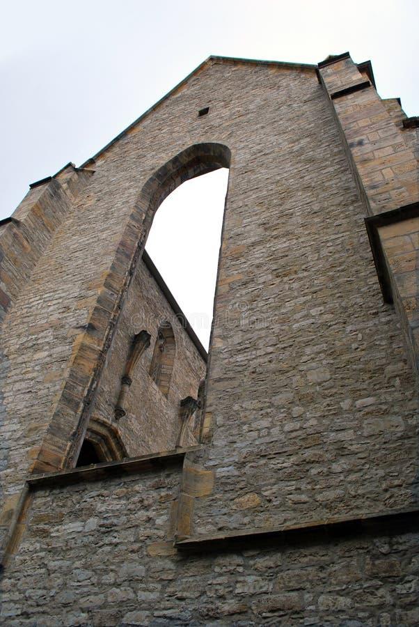 Fördärvar av tidigare den Franciscan kloster kyrka i Erfurt arkivfoto