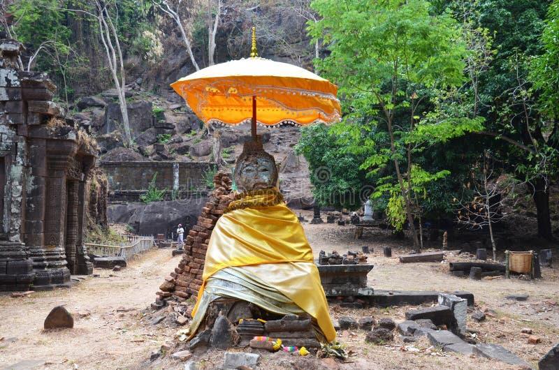 Fördärvar buddha statybild i arkeologisk plats på vaten Phou arkivfoto