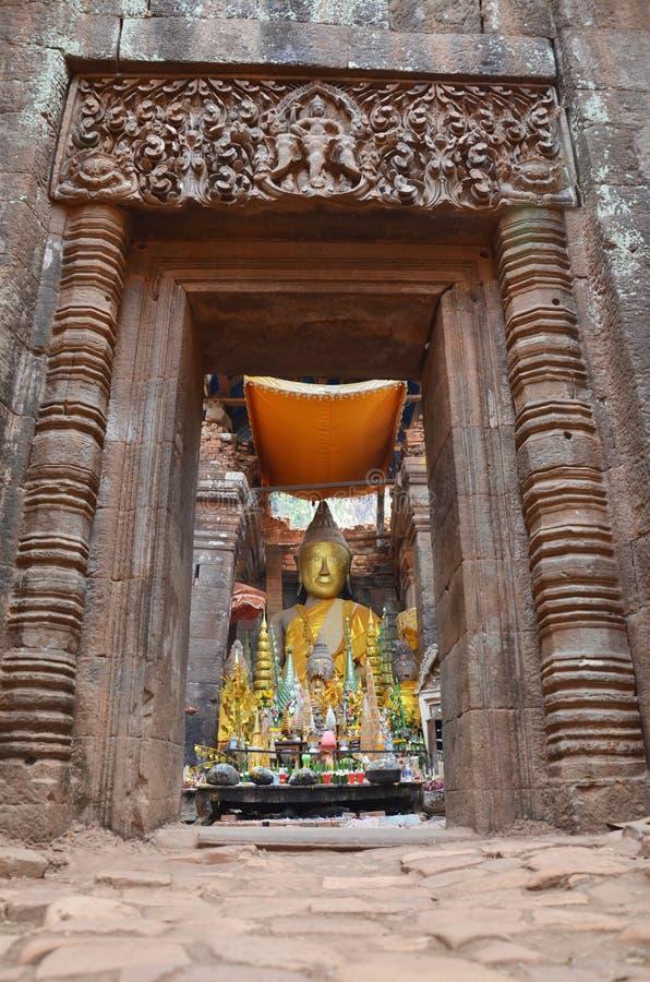 Fördärvar buddha statybild i arkeologisk plats på vaten Phou eller Wat Phu royaltyfri bild
