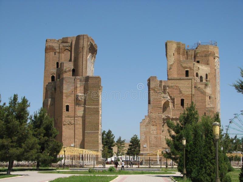 Fördärvar den portAk-Sarai slotten i Shakhrisabz, Uzbekistan arkivfoto