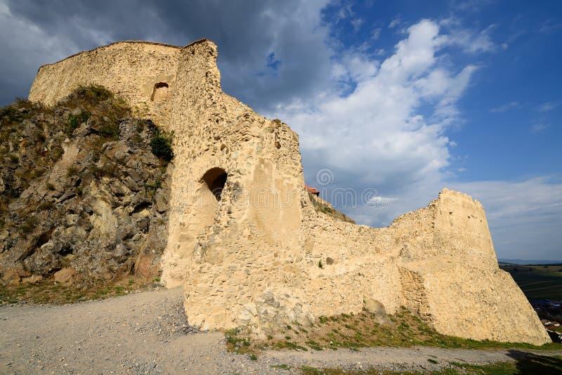 Fördärvar gammal castel i Rupea, Rumänien arkivbilder