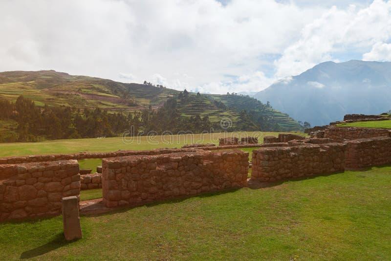 Fördärvar i peruanskt landskap arkivbilder
