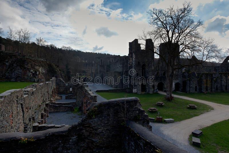 Fördärvar kloster Abbey Villers la Ville, Belgien royaltyfria foton