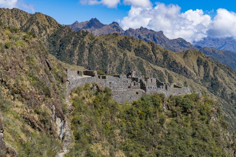 Fördärvar längs Inca Trail till Machu Picchu arkivfoto