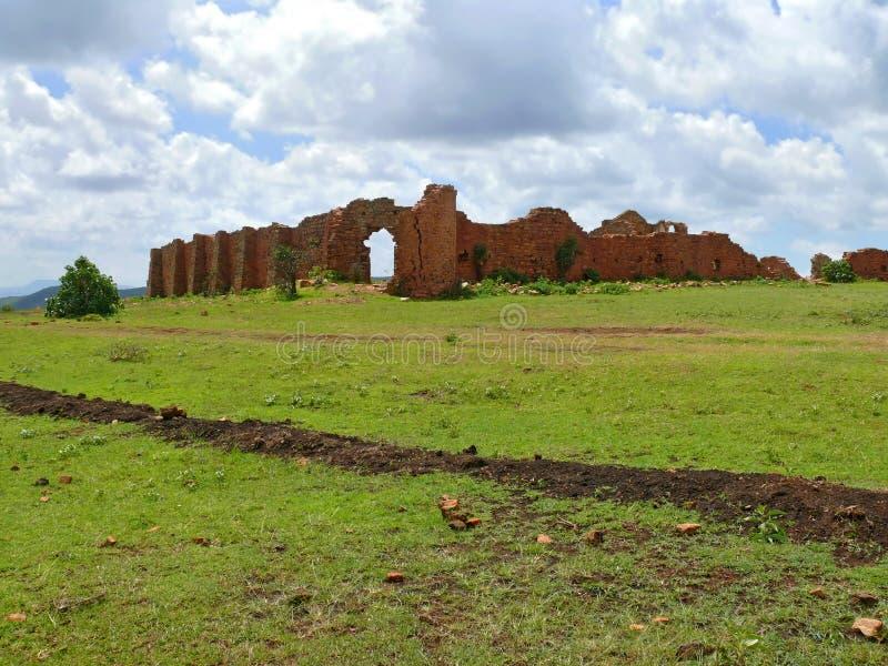 Fördärvar. Tidigare defensiv forntida befästning. Afrika Etiopien. arkivfoto