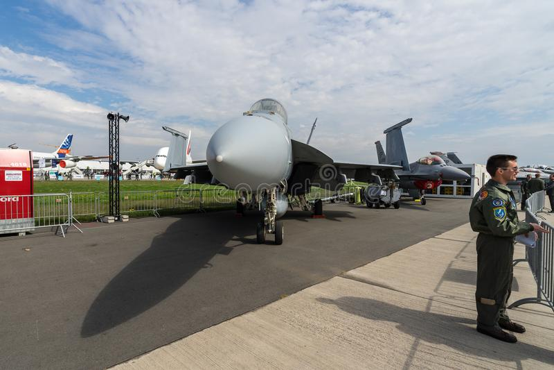 Fördermaschine-ansässige multirole Superhornisse Kämpfer Boeings F/A-18E lizenzfreies stockfoto