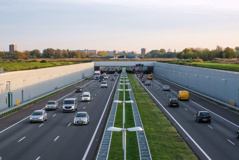 A4 fördjupade motorwayen Rotterdam Haag, eftermiddagtrafik royaltyfria foton