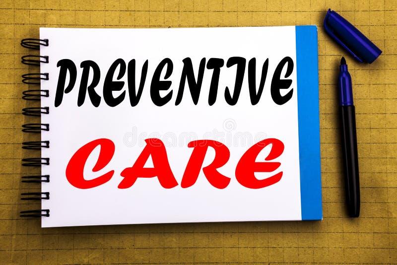 FÖREBYGGANDE OMSORG Affärsidé för vård- medicinomsorg som är skriftlig på bakgrund för notepadanmärkningspapper med utrymmekontor royaltyfri foto
