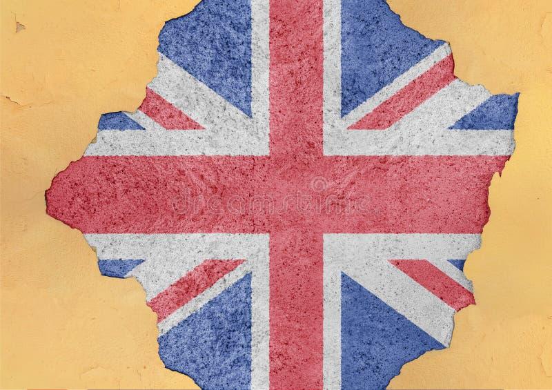 Förenade kungariket flaggaabstrakt begrepp i vägg för agg för fasadstruktur stor skadad royaltyfria foton