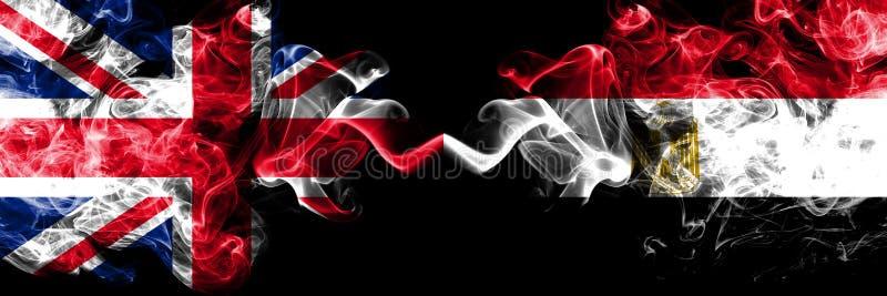 Förenade kungariket vs Egypten, egyptiska rökiga mystikerflaggor förlade sidan - vid - sidan Tjocka kulöra silkeslena rökfla royaltyfri illustrationer