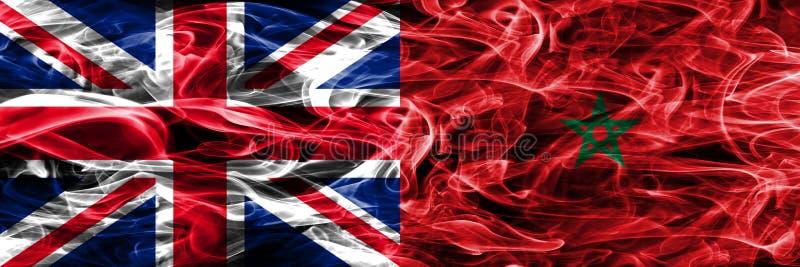 Förenade kungariket vs Marocko rök sjunker den förlade sidan - förbi - sidan Tjockt färgade silkeslena rökflaggor av Storbritanni arkivfoto