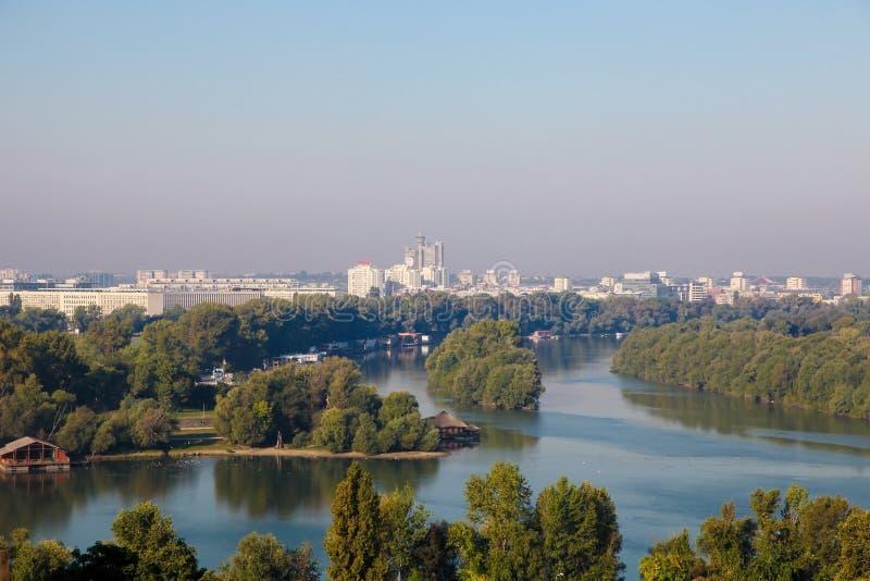Föreningspunkt av Sava och Donauen i Belgrade, Serbien royaltyfria bilder