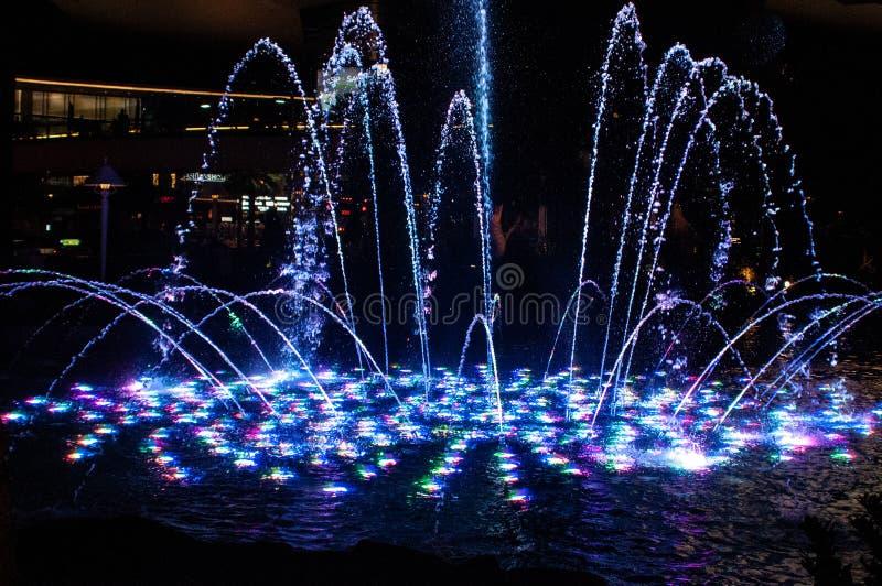 Förenta staterna Las Vegas, Nevada, sikt på ballys och Paris kasino för Bellagio springbrunn, royaltyfria foton