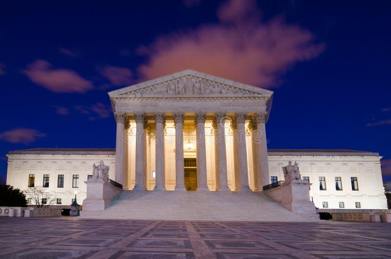 Förenta staternahögsta domstolen i Washington DC - nattskott arkivbilder