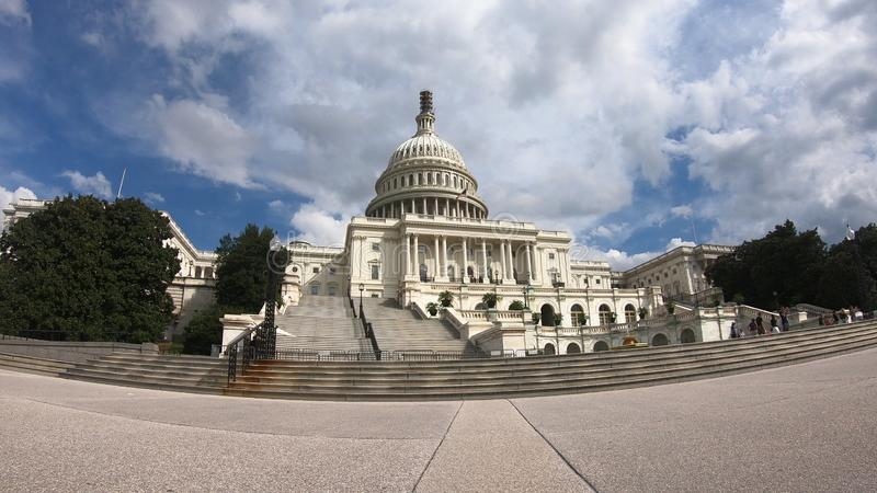Förenta staternahuvudbyggnad, kongress - bred vinkel för Washington DC royaltyfri bild