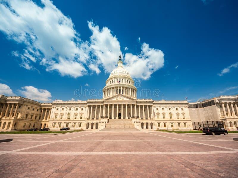 Förenta staternaKapitoliumbyggnad i Washington DC - östlig fasad av den berömda USA-gränsmärket royaltyfria bilder
