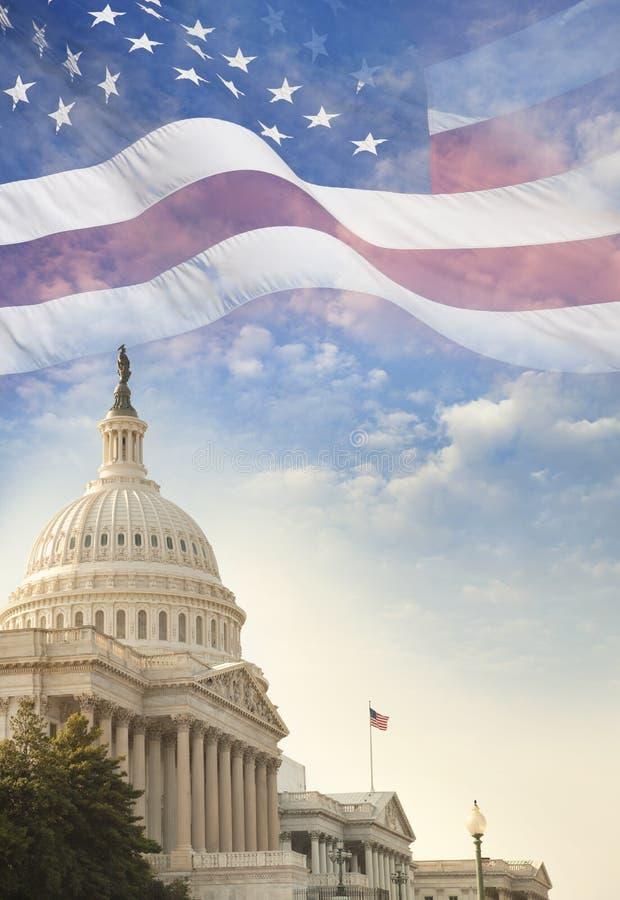 Förenta staternaKapitoliumbyggnad med amerikanska flaggan lagd över nolla arkivbild