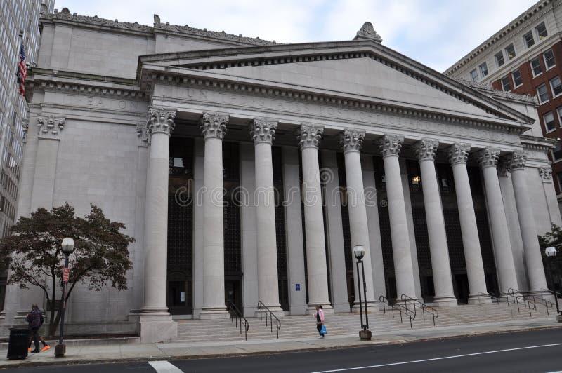 Förenta staternastolpe - kontoret och domstolsbyggnaden i ny HavenUnited tillståndsstolpe - kontor och domstolsbyggnad i New Have arkivfoton