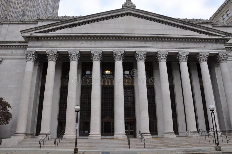 Förenta staternastolpe - kontoret och domstolsbyggnaden i ny HavenUnited tillståndsstolpe - kontor och domstolsbyggnad i New Have royaltyfria foton