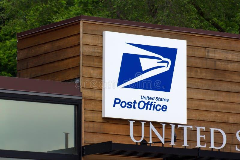Förenta staternastolpe - kontorsbyggnad arkivfoto