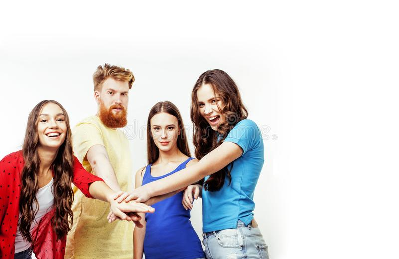 Företag av hipstergrabbar, den skäggiga röda hårpojken och flickastudenter royaltyfri foto