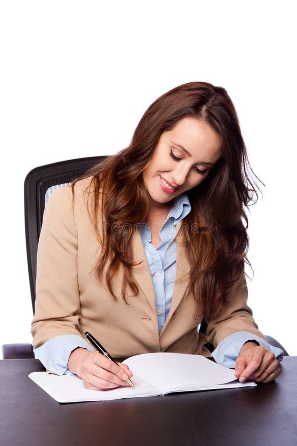 Företags affärskvinnawriting royaltyfria bilder