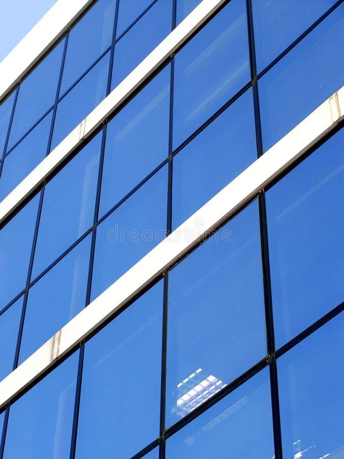 företags blå byggnad royaltyfri bild