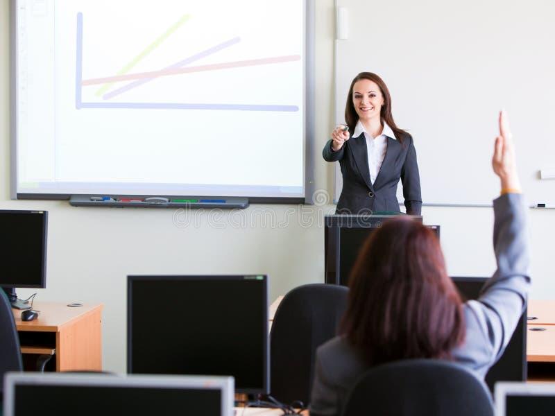 företags presenterande trainning kvinna arkivbild