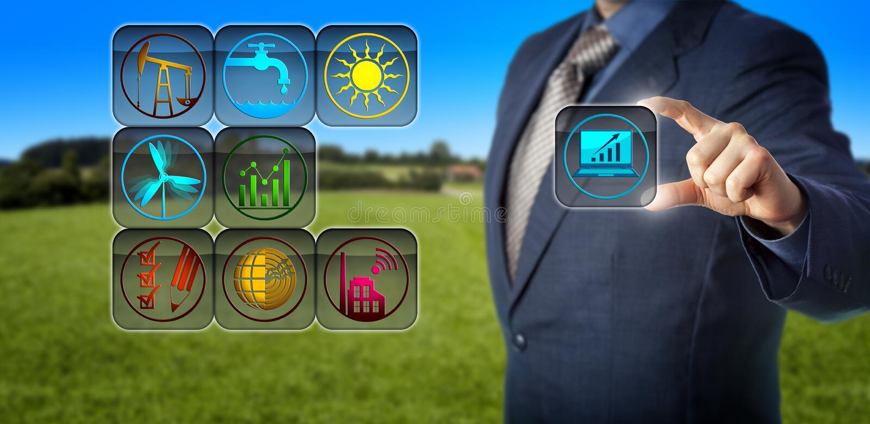 Företags revisor Preparing Sustainability Report royaltyfri foto