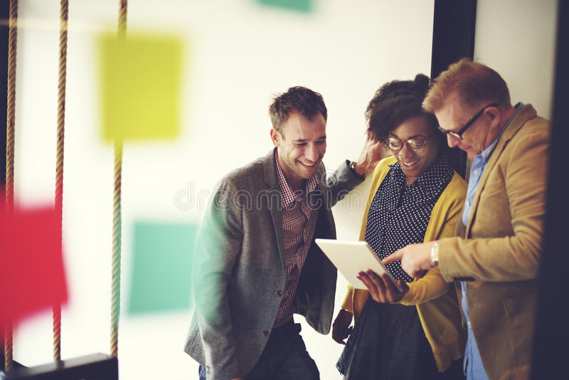 Företags Team Casual Break Discussion Ideas begrepp royaltyfria bilder