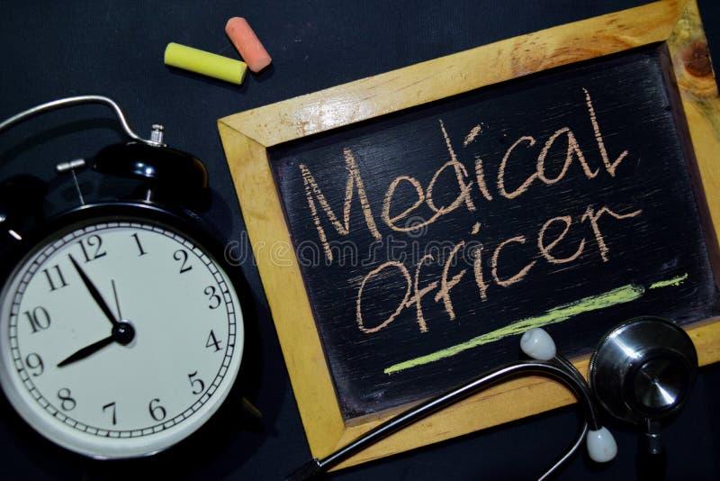 Företagsläkarehandskrift på sikt för svart tavla överst royaltyfria foton