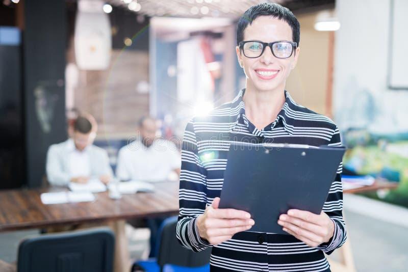 Företagsledare på kontoret arkivfoto