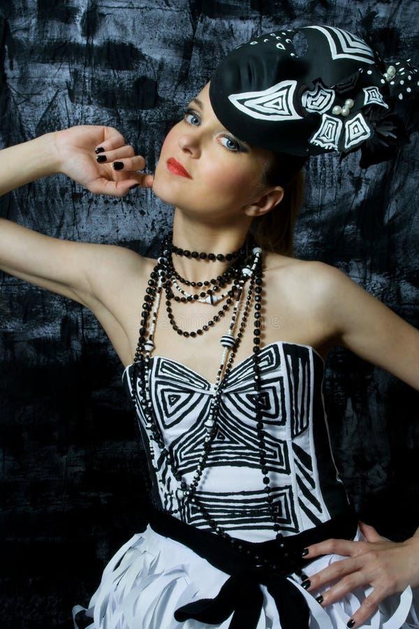 förförisk slitage kvinna för härlig couture arkivfoto
