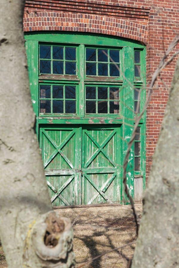 Förfalla dörrar på Sandy Hook royaltyfria bilder