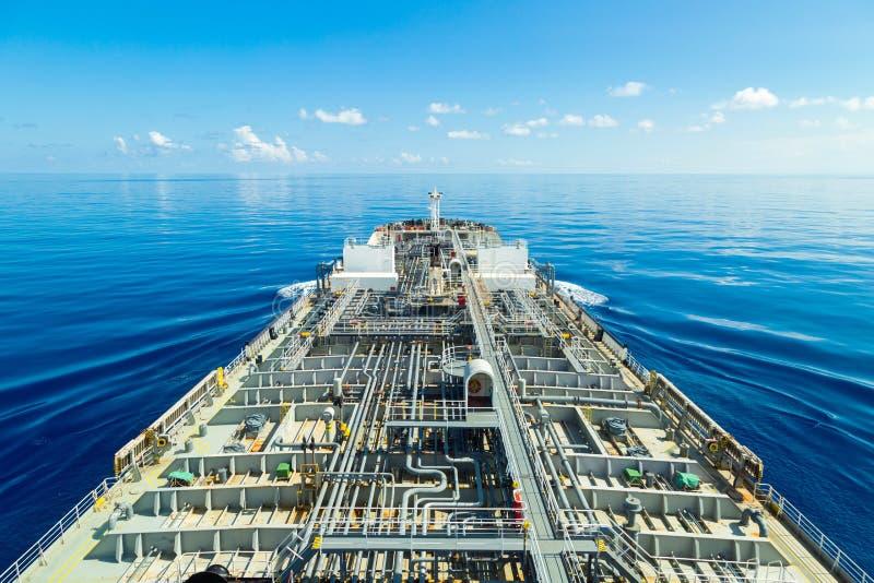 Förfarande för tankfartyg för oljaprodukt till och med det lugna havet arkivfoton