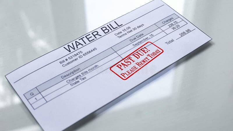 Förgånget - förfallen skyddsremsa som stämplas på vattenräkningen, månadkostnader, betalning för service fotografering för bildbyråer