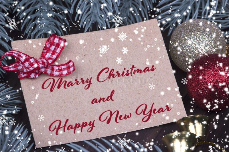 Förgrena sig gran för bandet för klockan för bollar för jul för kortet för hälsningen för ferie för det nya året för julXmas kott arkivfoto