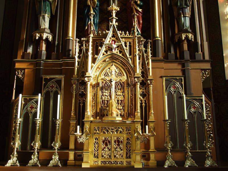 Förgyllt altare i kyrkan av Zurchersmuhle arkivfoto