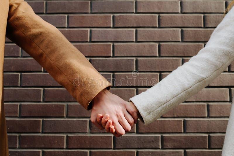 Förhållande för teamwork för förälskelseservicepar starkt arkivbild