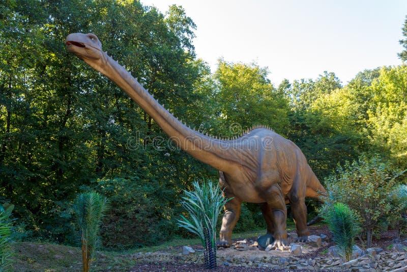 Förhistorisk dinosaurieBrachiosaurus i natur royaltyfria foton