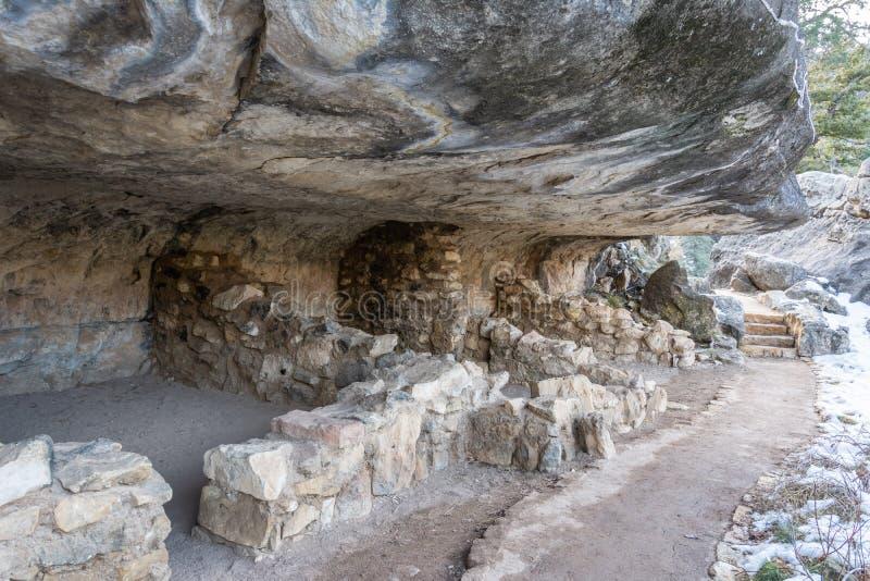 Förhistorisk klippaboning i nationell monument för valnötkanjon i Arizona royaltyfri bild