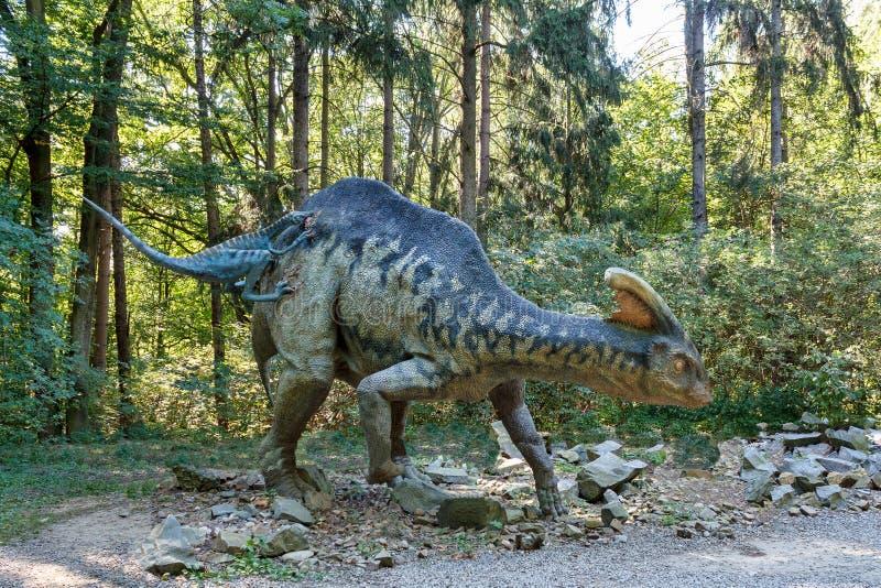 Förhistorisk parasaurolophus för dinosaurieTroodon attack fotografering för bildbyråer