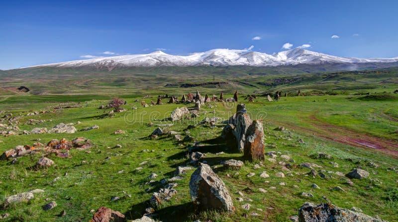 Förhistorisk Zorats Karer plats nära den Karahunj byn, Armenien arkivfoton