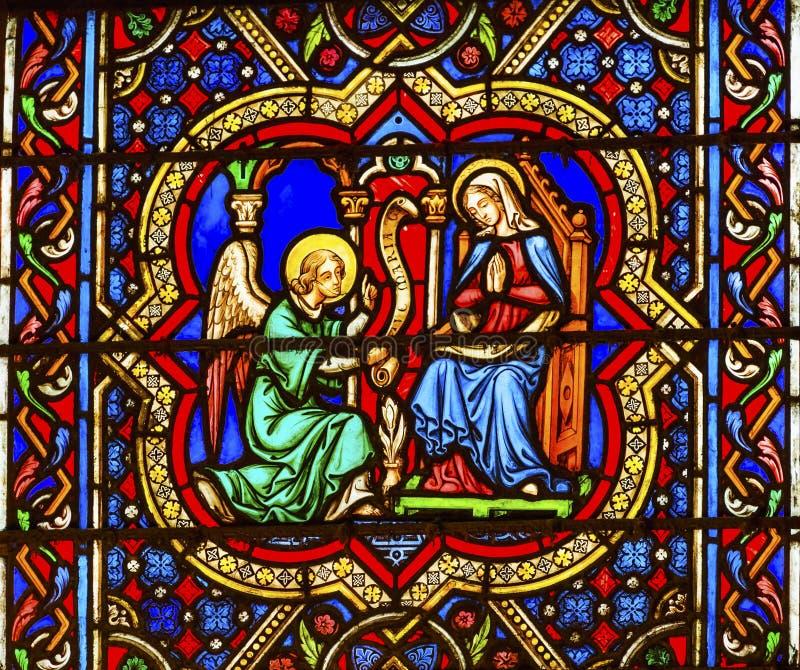 Förklaring Angel Mary Stained Glass Notre Dame Paris Frankrike arkivfoto